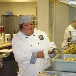 cuisiniere-crie-cafeteria-chantier-opt